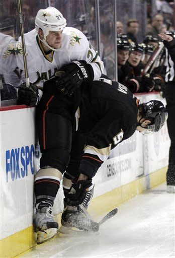 Saku Koivu's hat trick drives Ducks past Stars 5-2