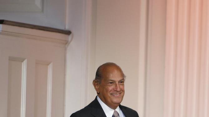 File photo of designer Oscar De La Renta smiling to the crowd after his Spring 2010 show during New York Fashion Week