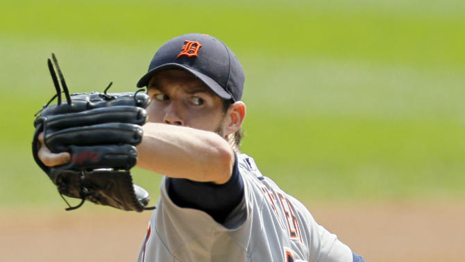 Detroit Tigers starting pitcher Doug Fister delivers during the first inning of a baseball game against the Chicago White Sox, Monday, Sept. 17, 2012, in Chicago. (AP Photo/Charles Rex Arbogast)