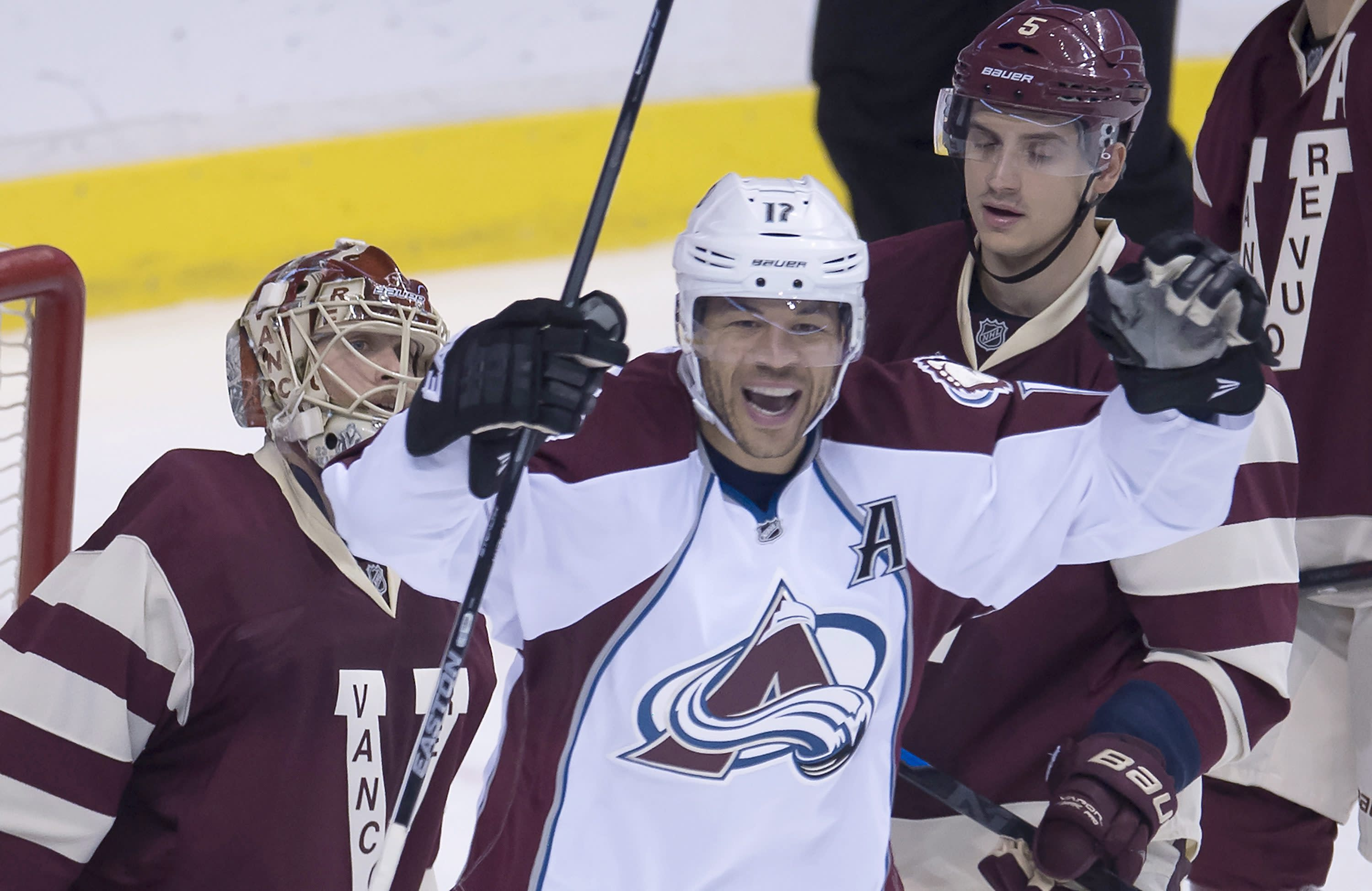 Avalanche end 3-game skid, top Canucks 4-1