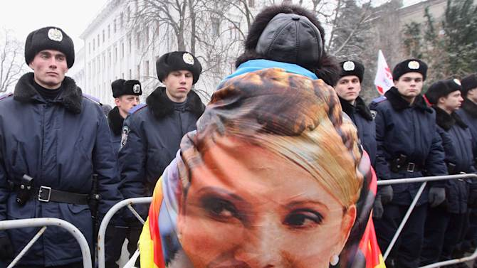 A supporter of former Ukrainian Prime Minister Yulia Tymoshenko take part in a rally outside Ukraine's Presidential office in Kiev, Ukraine, Monday, Jan. 21, 2013. Ukrainian authorities have formally notified jailed former Prime Minister Yulia Tymoshenko that she is a suspect in the murder of a businessman and lawmaker in 1996. (AP Photo/Efrem Lukatsky)