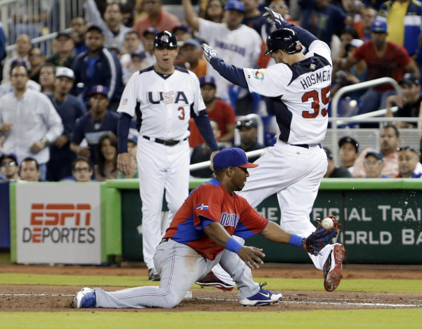 United States&#39; Eric Hosmer (35) is safe at first base as Dominican Republic first baseman Edwin Encarnacion is unable to hold on to the ball during the sixth inning of a second-round game of the World Baseball Classic in Miami, Thursday, March 14, 2013. Jose Reyes was charged with a throwing error. (AP Photo/Wilfredo Lee)
