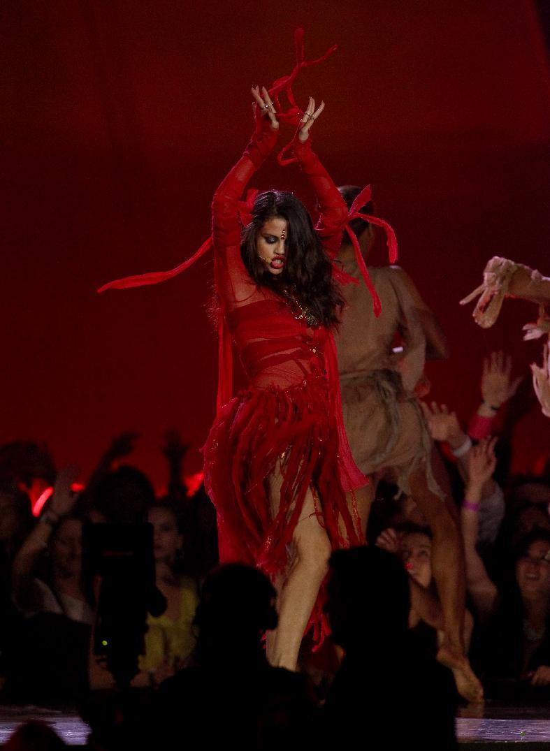 "Selena Gomez performs ""Come and Get It"" at the MTV Movie Awards in Sony Pictures Studio Lot in Culver City, Calif., on Sunday April 14, 2013. (Photo by Matt Sayles/Invision /AP)"