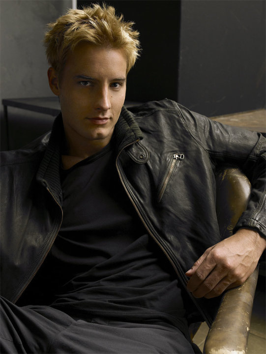 Justin Hartley stars as Oliver Queen in Smallville on the CW.