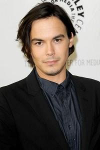 Mosaic Signs Actors Tyler Blackburn & Jaimie Alexander