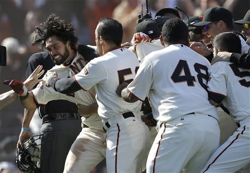 Pagan wins it for Giants with inside-the-park HR