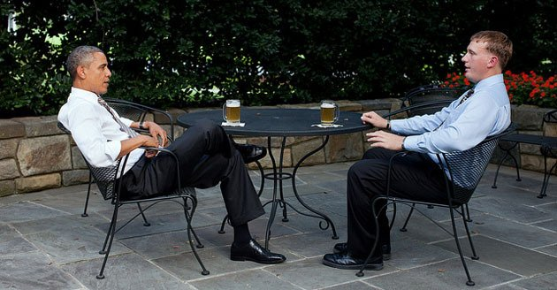 Obama and Medal of Honor recipient enjoy a draft of White House Honey Ale