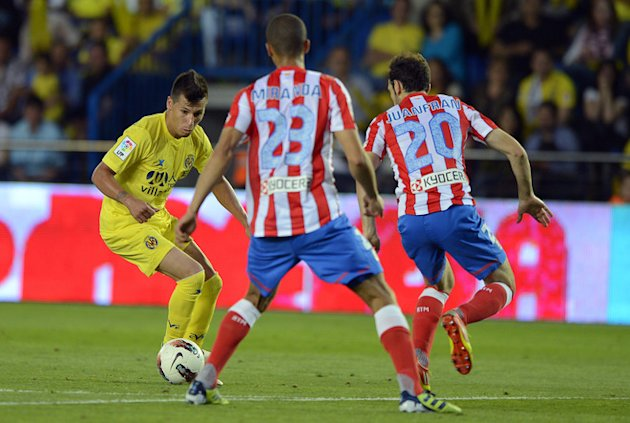 Villarreal's Dutch Midfielder Hernan Perez  (L) Vies For The Ball With Atletico Madrid's Brazilian Defender Joa Miranda AFP/Getty Images