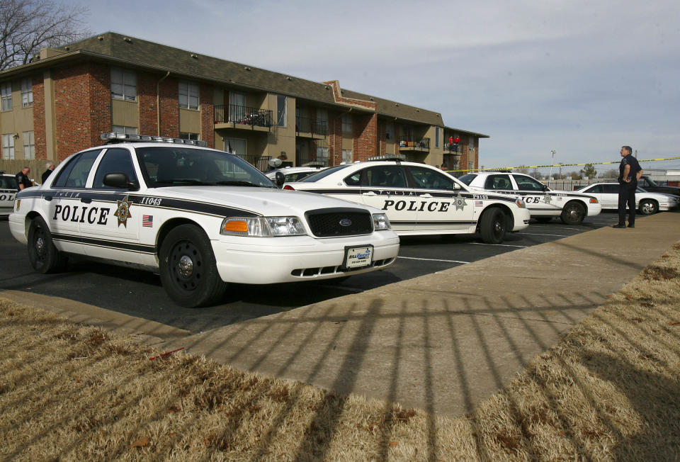 Police investigate a quadruple homicide at Tulsa's Fairmont Terrace apartment complex on Monday, January 7, 2013. Four women were found shot to death inside an apartment, where a 4-year-old boy was also found unharmed.  (AP Photo/Tulsa World, Matt Barnard )   TV OUT; TULSA OUT