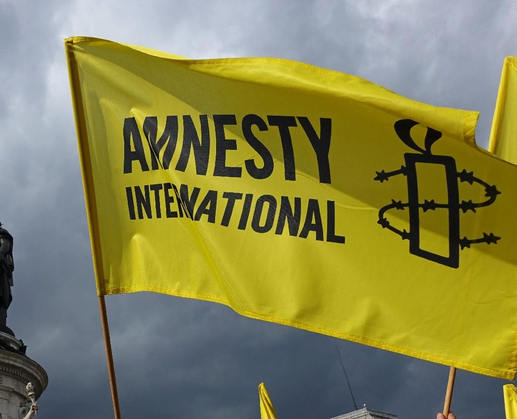 Azerbaijan deports two Amnesty International activists