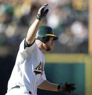 A's rally to beat Mariners 7-4 in 10 innings