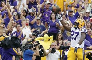 Hilliard leads No. 3 LSU over North Texas, 41-14