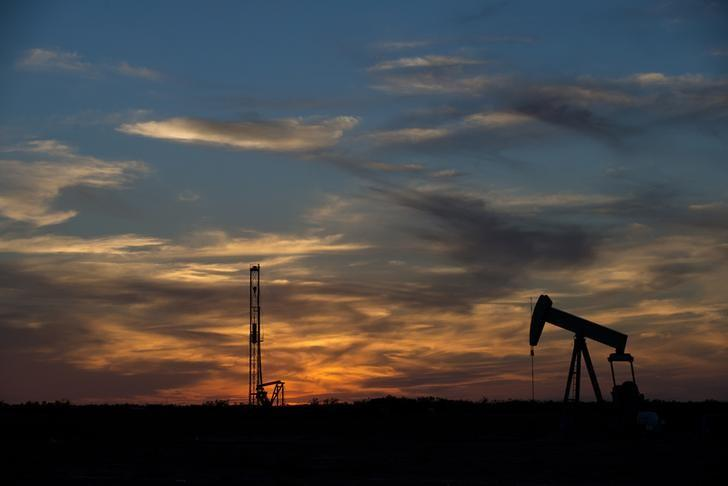 Oil prices fall as production creeps up ahead of announced 2017 output cut