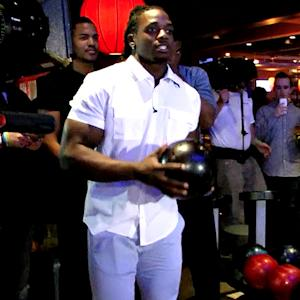 Wisconsin's Melvin Gordon Shows Off Bowling Skills