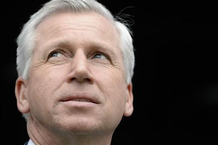 Newcastle United's manager Alan Pardew looks on ahead of their English Premier League soccer match against Aston Villa at St James' Park in Newcastle, northern England February 23, 2014. REUTE