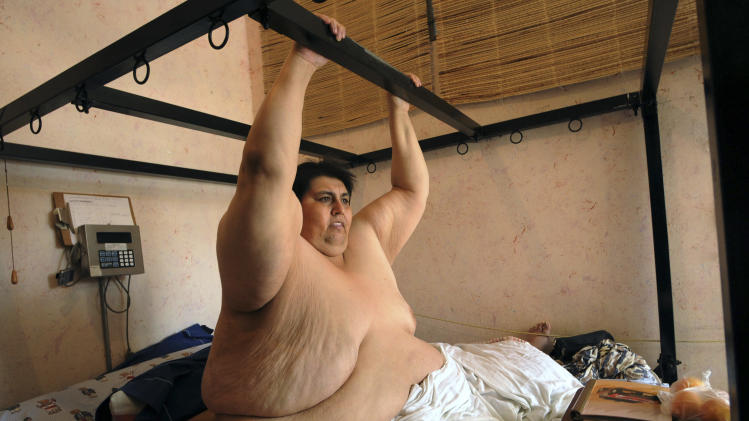 "FILE - In this June 9, 2008 file photo, Manuel ""Meme"" Uribe, 42, shows how he exercises from his bed during an interview in Monterrey, Mexico. Uribe, once listed as the world's heaviest human being, has died at the age of 48. His death was confirmed Monday, May 26, 2014 by an official of the health department of Nuevo Leon state in Mexico. Doctors have not yet certified the cause of death. (AP Photo/Monica Rueda, File)"