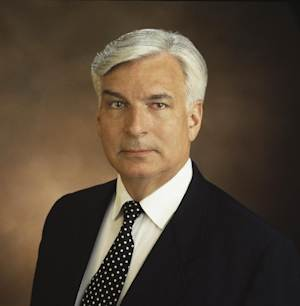 This 1998 publicity photo provided by CBS shows CBS News correspondent and bureau chief, Bruce Dunning. CBS News says that the longtime foreign correspondent Dunning died Monday, Aug. 26, 2013, at Mount Sinai Hospital in New York City from injuries suffered in a fall. He was 73. (AP Photo/Copyright CBS Broadcasting Inc., John P. Filo) ***NO SALES, NO ARCHIVES***