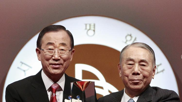 U.N. Secretary General Ban Ki-moon, left, poses with the trophy of Seoul Peace Prize for the media after Ban received it from Lee Chul-sung, Seoul Peace Prize Cultural Foundation President, during the award ceremony in Seoul, South Korea, Monday, Oct. 29, 2012. Ban expressed deep disappointment at the collapse of a cease-fire in Syria and urging more unity from the international community.(AP Photo/Ahn Young-joon)