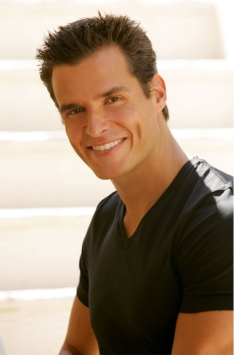 Antonio Sabato, Jr. stars in The Bold and the Beautiful on CBS.