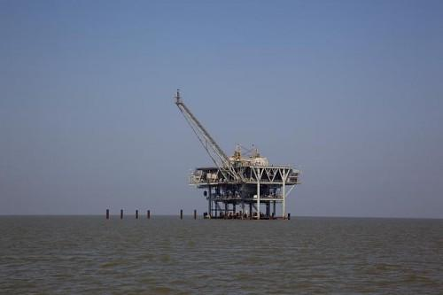 Citigroup Is Bearish on These Offshore Drillers, but What do Hedge Funds Think?