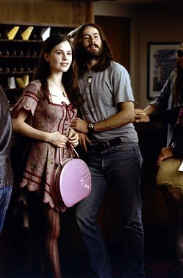 """Band aid"" Polexia ( Anna Paquin ) pairs up with Stillwater lead singer Jeff Bebe ( Jason Lee ) in Dreamworks' Almost Famous"