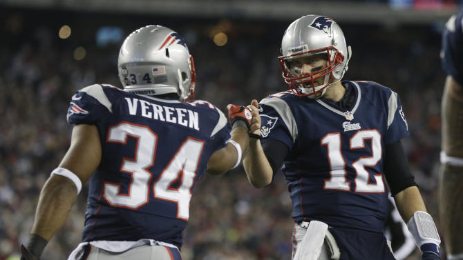 New England Patriots running back Shane Vereen, left, is congratulated by quarterback Tom Brady after Vareen's eight-yard touchdown pass reception from Brady during the first half of an AFC divisional playoff NFL football game in Foxborough, Mass., Sunday, Jan. 13, 2013. (AP Photo/Elise Amendola)