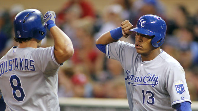 Moustakas, Santana lift Royals over Twins, 7-2
