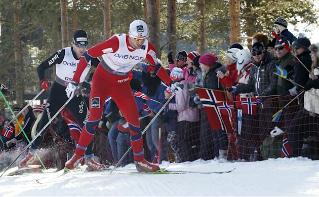 Norway's Petter Northug (R) and Swiss Da