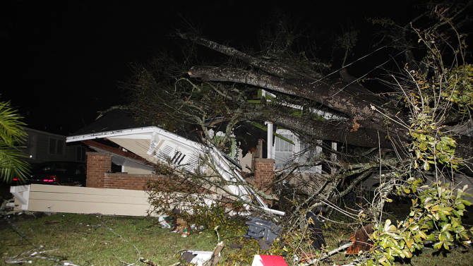 Snowstorm heads east after South twisters; 3 dead
