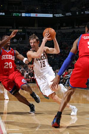 Udrih hits late jumper, Bucks beat 76ers 97-93