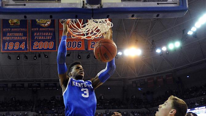 Kentucky forward Nerlens Noel (3) dunks as Florida's Casey Prather (24) and Erik Murphy (33) watch during the first half of an NCAA college basketball game in Gainesville, Fla., Tuesday, Feb. 12, 2013. Florida won 69-52. (AP Photo/Phil Sandlin)