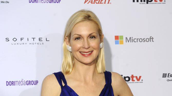 """Actress Kelly Rutherford from """"Gossip Girl,"""" arrives for the 40th International Emmy Awards,  Monday, Nov. 19, 2012 in New York.  (AP Photo/Henny Ray Abrams)"""
