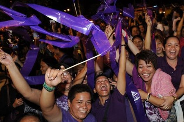 People celebrate after legislators pass a landmark birth control bill in Manila on December 17, 2012. Philippine Catholic church leaders vowed Tuesday to overturn a birth control bill after lawmakers passed legislation to make birth control more widely available. (AFP News)
