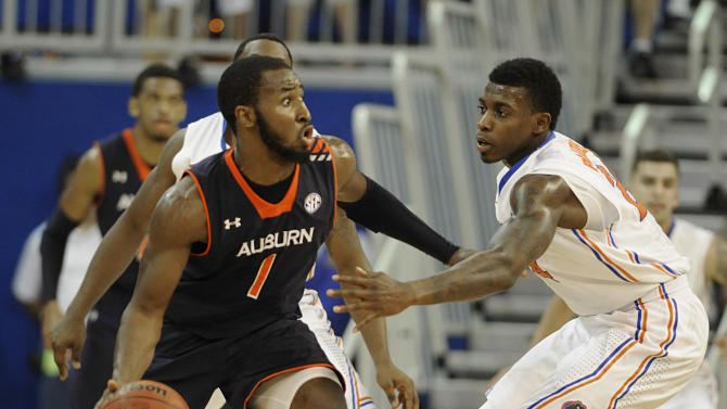 Young free throws help Florida beat Auburn, 71-66