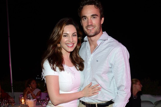 Total verknallt: Kelly Brook und ihr Freund Thom Evans (Bild: Getty Images)