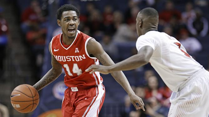 Smith helps No. 5 Louisville rout Houston in AAC