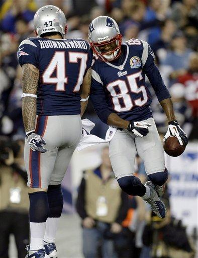 Patriots rout Texans 42-14 in key AFC matchup