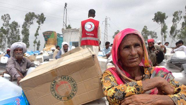 The Punjab province in #Pakistan is suffering from serious flooding.  The Pakistan #RedCrescent are distributing aid in Punjab Province as part of its emergency response.  Photo: IFRC / Pakistan Red Crescent http://ift.tt/1U8v2Ex
