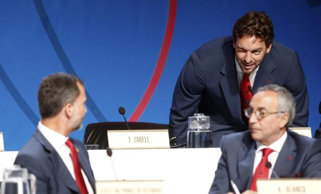Spanish NBA basketball player Pau Gasol winks at Prince Felipe after speaking during the presentation by the Madrid 2020 bid committee to host the 2020 Summer Olympic Games, in Buenos Aires
