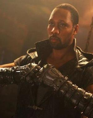 'The Man with the Iron Fists' Review: RZA Serves Up Half-Baked Chop-Socky
