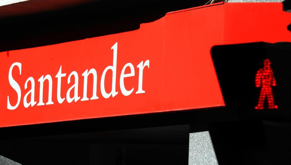Santander tried to delay news of 'serious' fine: court