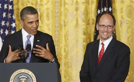 U.S. President Barack Obama (L) makes official his nomination of Assistant Attorney General Tom Perez (R) as his next labor secretary, at the White House in Washington, March 18, 2013. REUTERS/Jonathan Ernst
