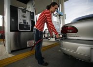 A woman fills her car with CNG at a Blu LNG filling station in Salt Lake City, Utah, March 13, 2013. ENN Group Co Ltd, one of China&#39;s largest private companies, is quietly rolling out plans to establish a network of natural gas fueling stations for trucks along U.S. highways. To match Exclusive ENN-LNG/USA REUTERS/Jim Urquhart