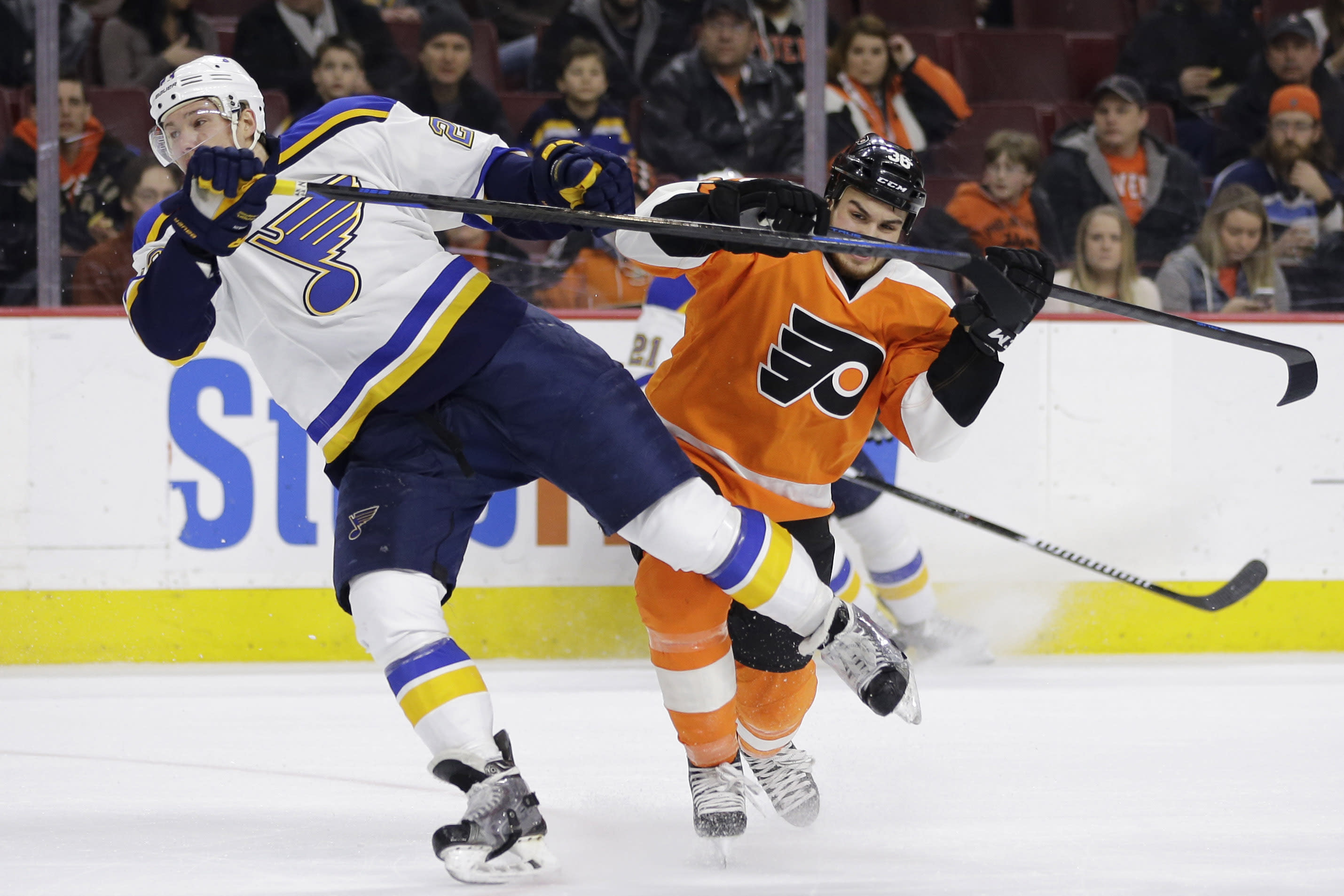 Flyers score 3 goals in 3rd period, top St. Louis 3-1