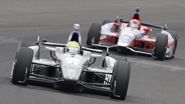 DATE IMPORTED:May 26, 2013KV Racing Technology driver Tony Kanaan of Brazil (L) and Andretti Autosport driver Marco Andretti of the U.S. take a turn during the 97th running of the Indianapolis 500
