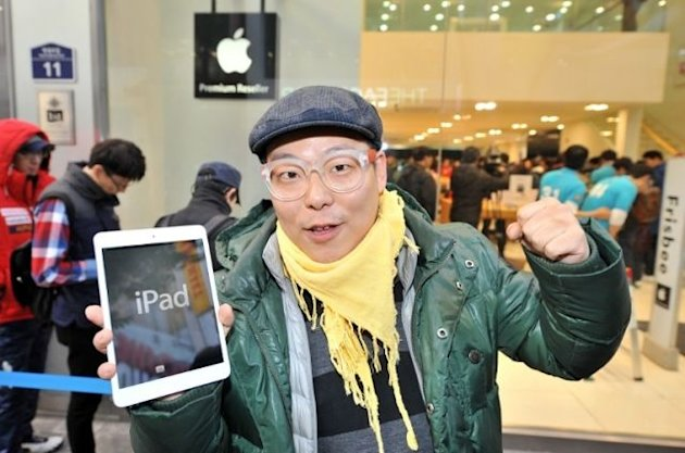 A South Korean customer poses after buying a new iPad Mini