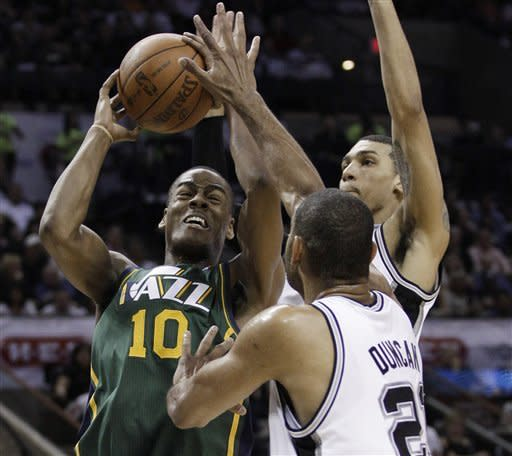 Spurs blow out Jazz 114-83 to take 2-0 lead