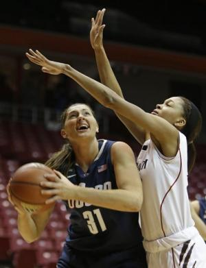 No. 3 UConn women beat Cincinnati 67-31
