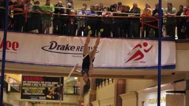 Otto breaks record for Mall Pole Vault