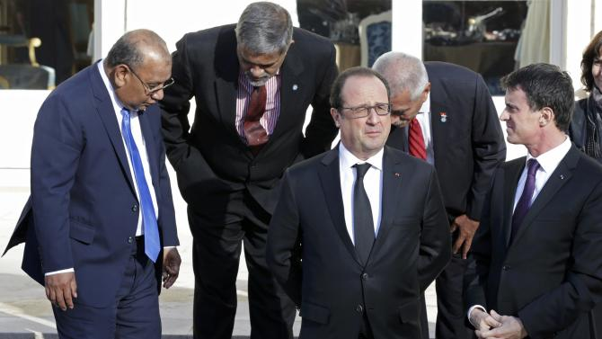 French President Hollande is surrounded by participants of a France-Oceania summit as they pose for a family picture at the Elysee Palace in Paris